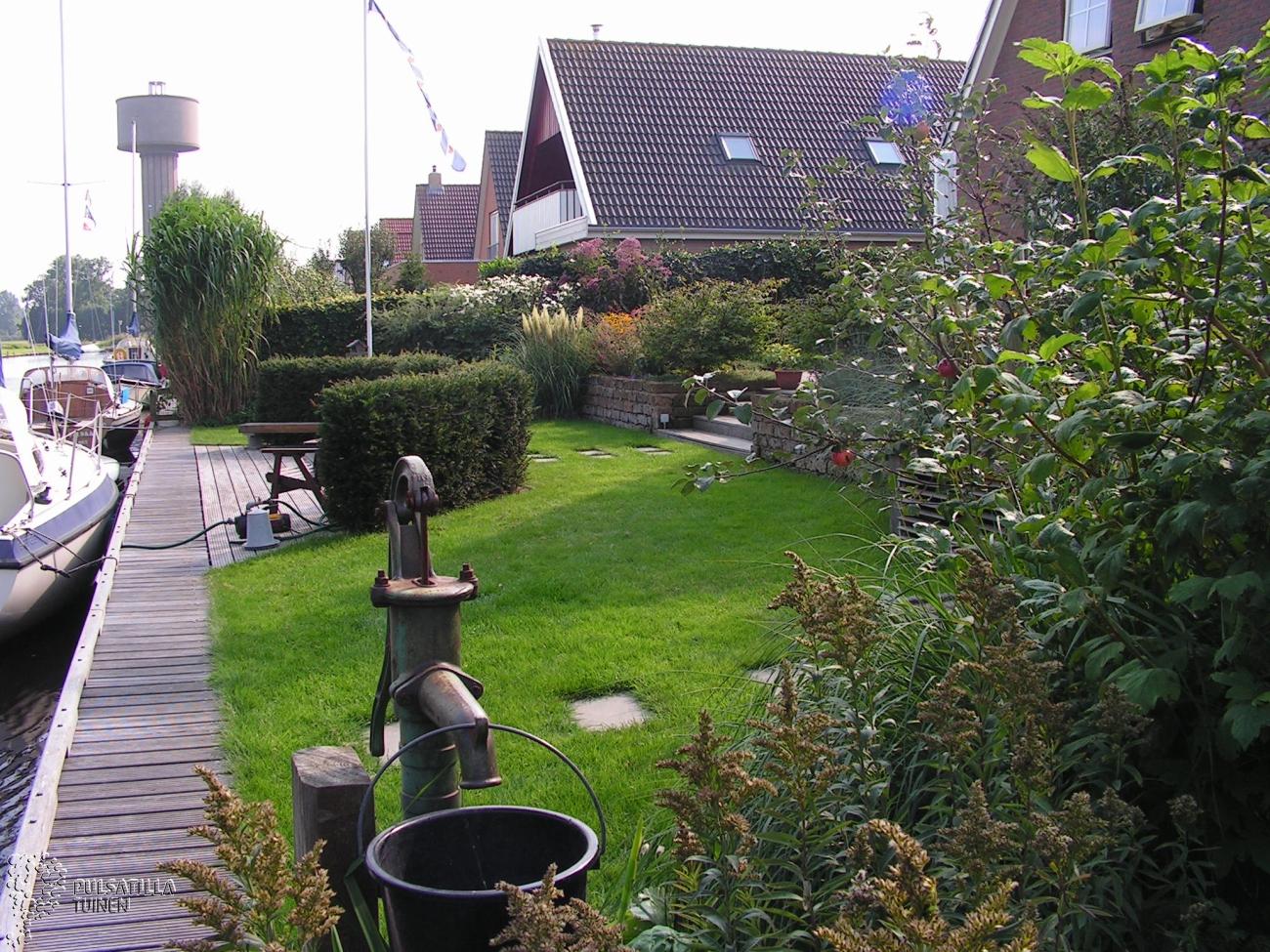 tuin langs de vaart