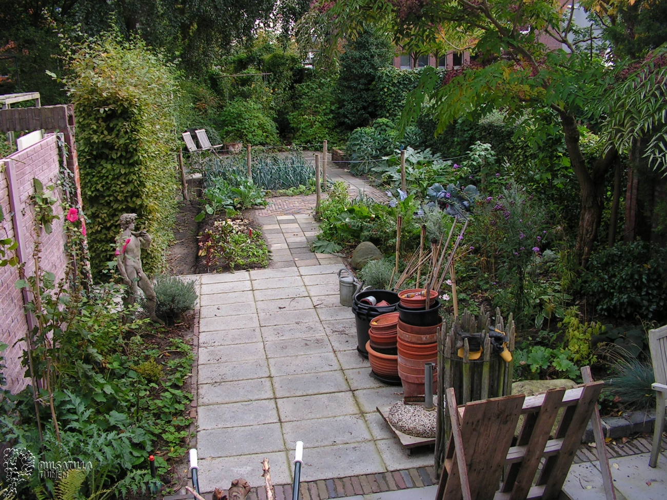 Smalle tuin lang lange smalle plantenbak van steigerhout - Weergaven tuin lange ...