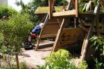 schommel-en-klimrek en speelhuis