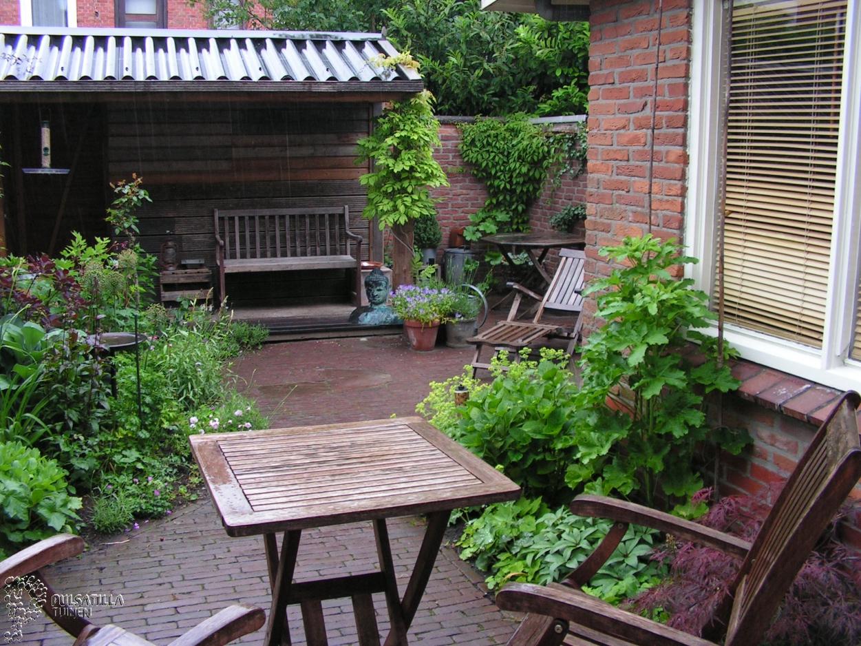 Zitje in verandatuin.