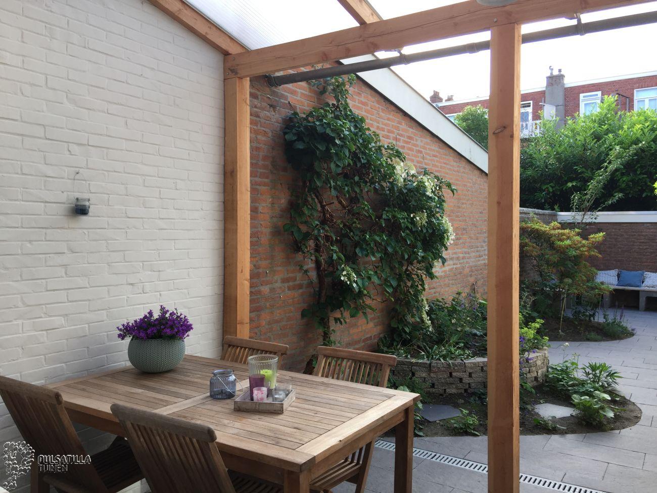 Veranda in kleine tuin