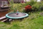 trampoline tuin boven water